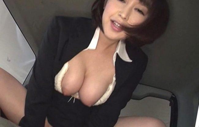 ★★★これが枕営業の実態ってかWWWWW★★★美脚お姉さんが購入車両シートのクッション具合を膣内射精でお試ししちまうぜwwww