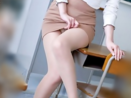 □□。。。へへへ、この綺麗な足、、、むっちり太ももがたまらんぜ♬変態チ〇コに拉致された女教師が菊門を奪われちまうぜwwwwww