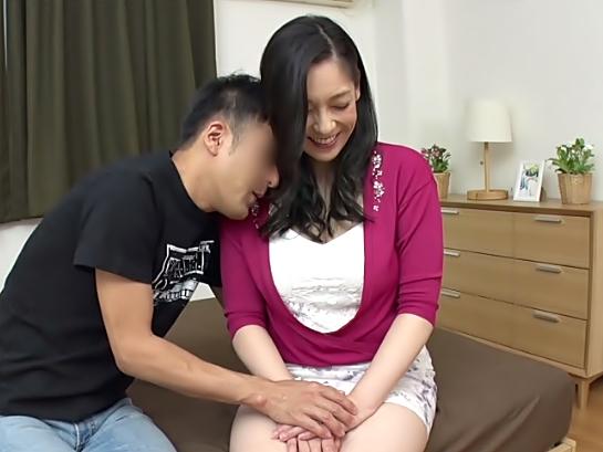 ☆☆白い肌にムチムチ太もも。。。最高な素人奥さまが初交尾のお相手してくれちまうぜ♬☆☆チェリーボーイ…膣内射精頑張れWWWWWW