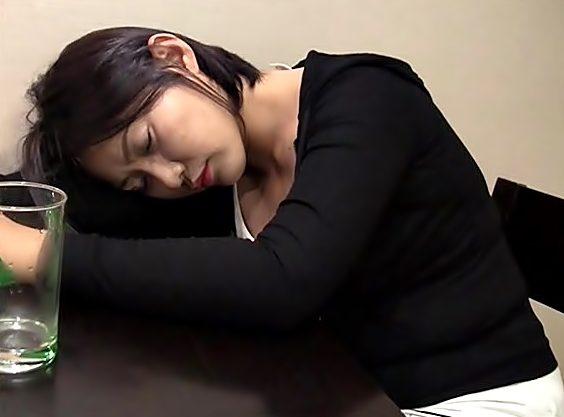 ◇◇これは。。。挑発だから和姦???◇◇泥酔寝ちまったコリアン美女♪睡眠中にドビュドビュ、ハメちまうぜwwwwwwwwwwwww