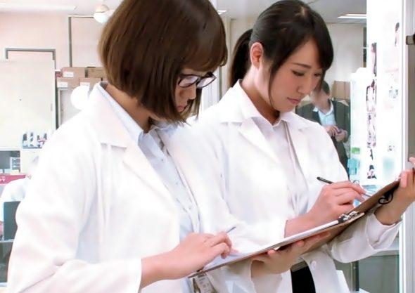 【此処が究極。。。。アクメ科学研究所】女性社員オマタを直撃する超高速振動電マ♫♫お漏らし徹底検証だぜwwwwwwwwwww