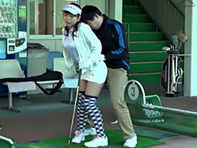 〚ゴルファー必見♬♬〛レッスンプロが密着で教え込む腰の切込みタイミング♪♪これが飛距離・射精距離up間違いなし?wwwwwwww