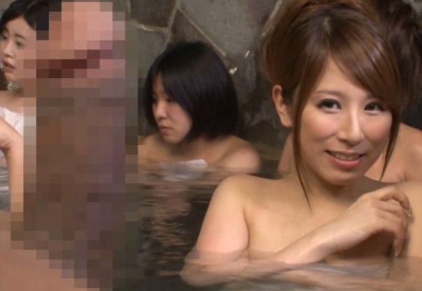 【混浴ってウハウハだよん(^^♪】自慢の巨根を見せつけたら性欲覚醒させた爆乳共が食いついて来たか~~~wwwwwwwwwww