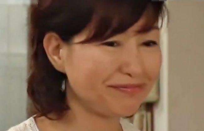 〚里中亜矢子、、、完熟BBAがメスに変わる(^^♪〛再婚した新パパにおバカ息子が嫉妬♪ママを寝取っちまうぜwwwwwwww