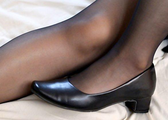 【うわぁぁ~脚…超キレイ~(^^♪】黒パンストを破り開けられた美脚おねーさん中出しオネダリって最凶だぜwwww