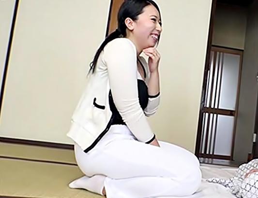 あらぁ♡【豊満マッサージ師は同級生(^^♪】三段腹のぽっちゃりになっちまった人妻を寝取るって最高だよんwwww