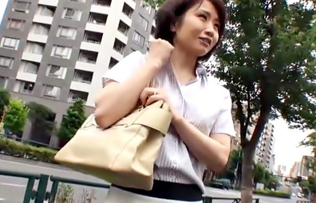 〚えっ…私おばさんだょ♡〛熟女ナンバ(^^♪若づくり?に見えないスレンダー人妻マ〇コをザーメンで満たしちまったwwwww