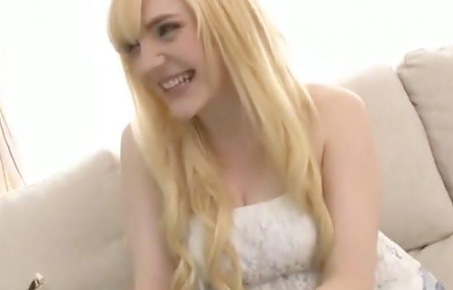 【金髪娘♪お人形のようにきゃわぃぃ~】カメラのホワイトバランスがぶっ壊れるほど真っ白Bodyが快感で朱に染まったまう~www