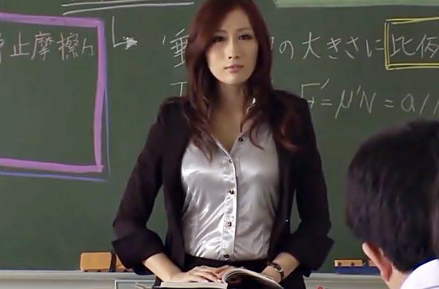 中・・・・許してぇ~【JULIA(^^♪】大人の色気を振りまく巨乳女教師が思春期教え子の中出し便器に堕ちちまった~wwww