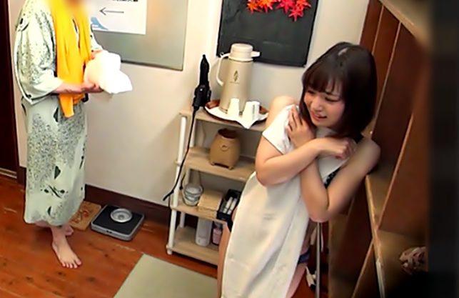 きゃっ…いゃっ♡【赤面JD…タオル一枚企画(^^♪】恥ずかしいながらも賞金目指して臭っさいチ〇コにご奉仕って萌え~wwwww