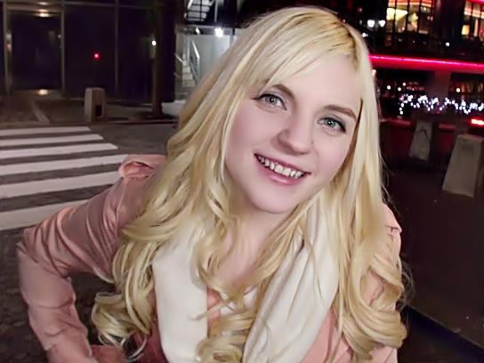 『洋ロリ・・・中出し企画(^^♪』金髪~~超美白小娘のピンクマ〇コがドロ~リって日本ザーメンに汚されちまったwwwww