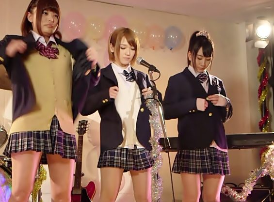 【椎名そら(^^♪】イッツショータイム♡狂ってるJKけいおん部のコンサートは…ステージで大乱交まな板ショーだょんwwwww