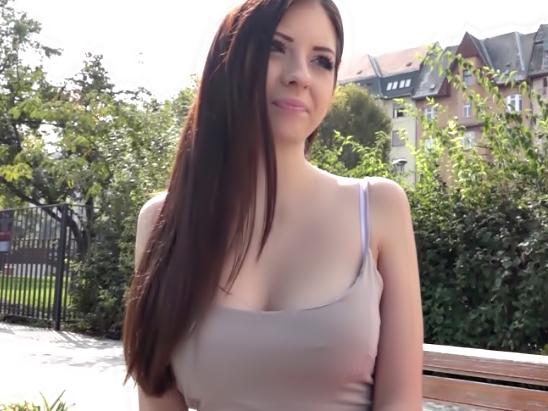 ナニ・・・無毛マ〇コに中出しだって♡20歳にもなってないルーマニア美女にザーメン注入って羨ましい~wwwww