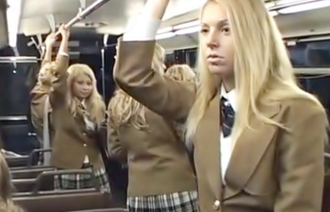うっほほぉォぉ~金髪ハーレム♡間違えて?乗っちまったバスのり中で白人ヤンキー娘が臭っさいチ〇コにイタズラしてきたぁ~wwww