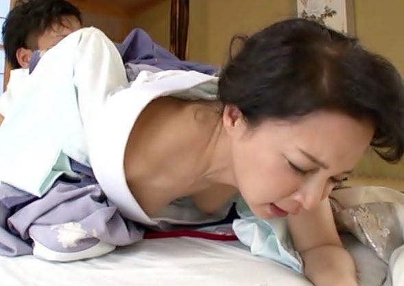 らめれすぅぅ~~【アラフォーおばさんの誘惑(^^♪】旅館女将の客との営みを覗き見した親戚息子の怒涛チ〇コが突撃しちまったwwww