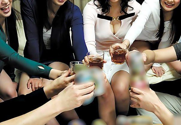 カンパイ♪エチな王様GAMEが始まるょ♡アルコールが入ってデカパイお姉さん達のマ〇コも熱気ムンムンって…超ハーレム到来wwww