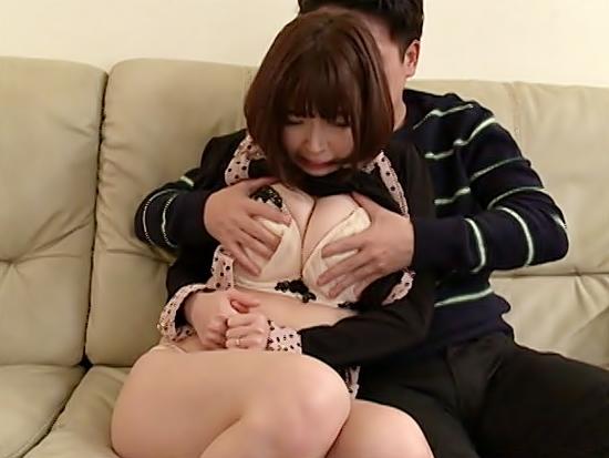 へへへ・・・ぼいんデッケぇぜ♡【かなで自由(^^♪】パパの弟は元彼!性感帯を知り尽くされた責めに巨乳ママ堕ちちまうぜwwww