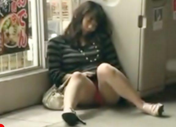 【泥酔GAL。。。中出しレイプ(^^♪】アルコールで完全に意識がぶっ飛んでるお姉さんに無許可で種付けってヤベぇぇぇwwwww