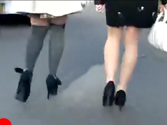 【素人ナンパ(^^♪】へへへ♡綺麗なお姉さんをダブルでゲット!ノーパンスウェットを履かせて電マでイタズラ開始~wwww
