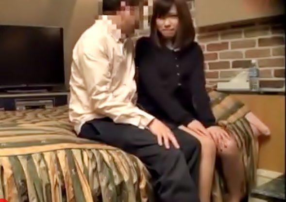 【ラブホテルでの密会現場を完全盗撮】緊張気味なGALママだけど…一度挿れられたら性欲を発散させるだけのゲスマ〇コに変貌wwwww