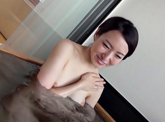 かわぇぇ~若ママ秘密の温泉旅行(^^♪赤面しながら混浴お風呂で他人棒のイタズラされた美マ〇コを秒でドロドロしちまったwwwww