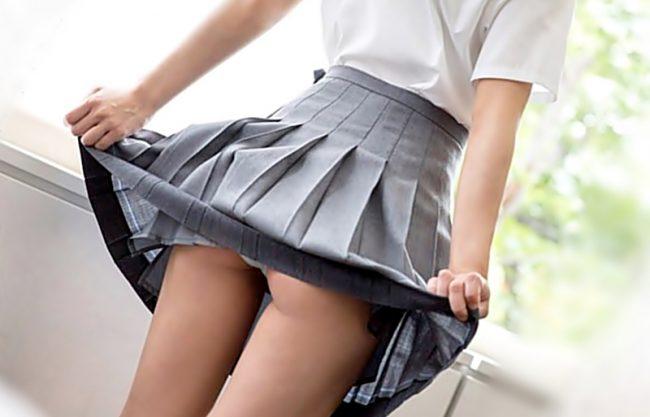 超絶かわぃぃ~~~(^^♪恥ずかしがるポニーテールの制服小娘が絶倫チ〇コに無毛マ〇コをメリメリ貫かれちまうよwwwww