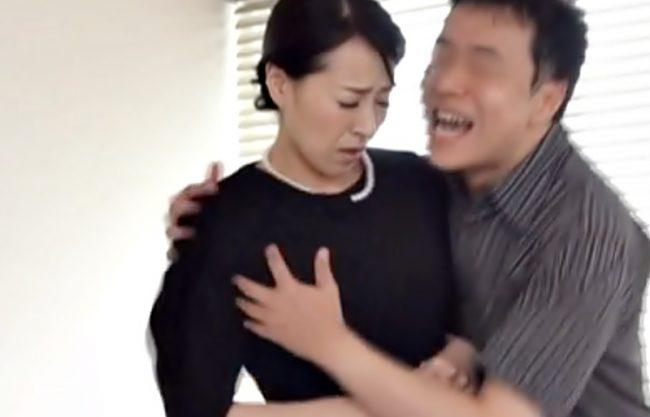 やめてぇぇ~~~【谷原希美(^^♪】喪服から醸し出すエロフェロモンに我慢限界のおバ義理息子がママをおかしちまったぁ~wwww