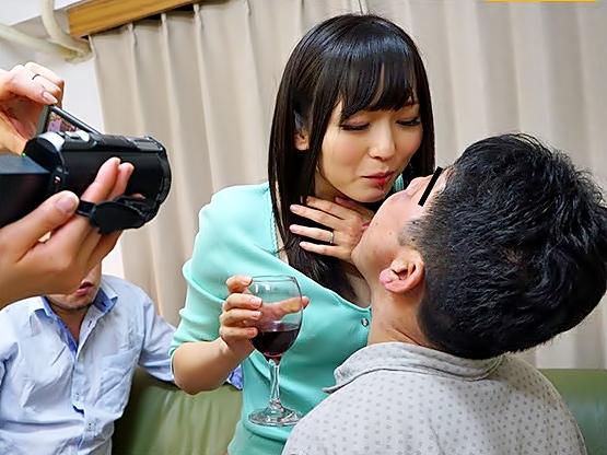 大人しかった嫁ちゃんの本性は。。。超淫乱マ〇コ【麻倉憂(^^♪】隣人飲み会で他人棒を美味しそうに咥え込んじまった衝撃動画wwww