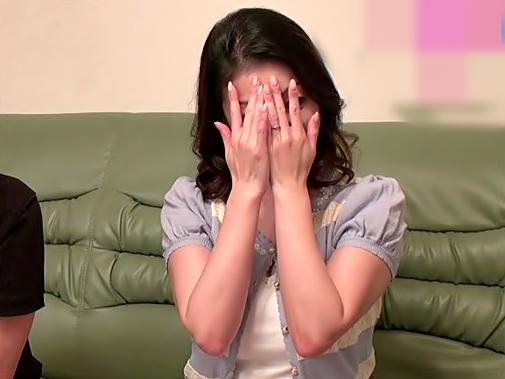 やだぁ~~~赤面しちまった四〇路ママちゃん可愛いぜ(^^♪愛する嫁ちゃんの出演したエロDVDを自宅で再現って狂ってるぜwwwww