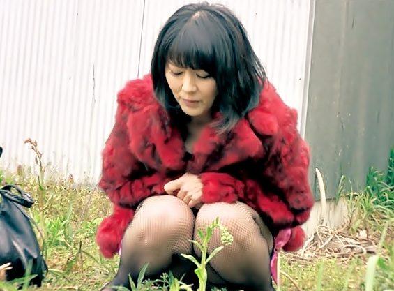 〚円城ひとみ(^^♪〛これは>>>野ション♡完全に狂ってる露出狂おばちゃんエチ下着で放尿&青姦の大暴走ぉぉぉwwwwwwwww