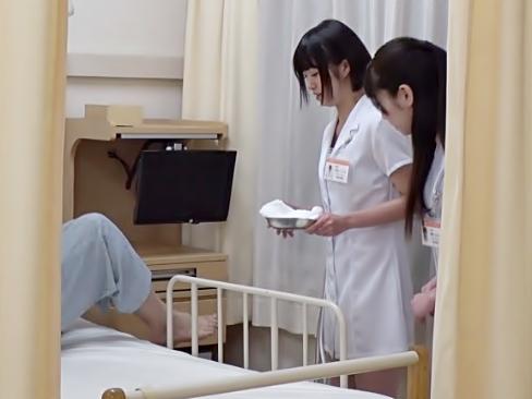 〚覗き見しちまった。。。鬼淫乱病棟(^^♪〛先輩ナースおねーさんが手袋コキの射精管理を後輩ちやんに教え込んじまったwwwwwww