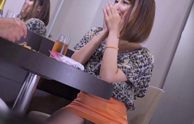 〚パンチラおねさんナンパ\中出し編(^^♪〛タイトスカートからお目見えする美脚ちゃんをトイレでハメたったぁ~wwwwwwwww