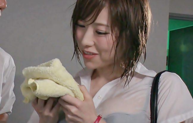 〚七海ティナ♬〛プラもパンティも濡れちゃった♡ゲリラ豪雨に打たれた憧れの上司と朝までオフィスラブwwwwwwwwwwwwww