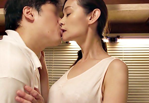 僕ちゃんの。。。。欲しぃぃぃ~~~~(^^♪50歳の美人ママが溜め込んだ性欲を息子にぶつけちまった禁断エロ動画wwwwwwwww