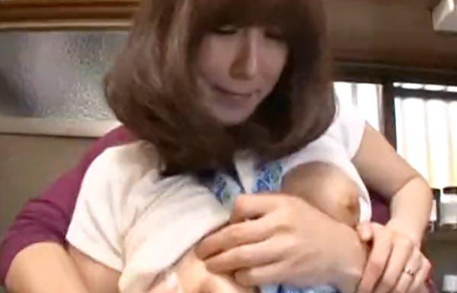 [澤村レイコ(^^♪]らめぇ~父さんに見つかっちゃう!母ちゃんの濃厚お色気に我慢限界なバカ息子と交わっちまうぜwwwwwwwww