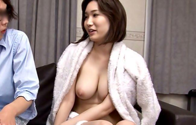 〚舞咲みくに(^^♪〛助けてくれたお礼よ。。。フフフ!マッ裸で自宅から追い出された美巨乳奥様が生チ◎コ求めてきたぜwwwww