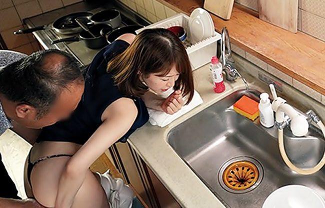『篠田ゆう(^^♪』お父様ゆるしてぇ~~~~!義理娘のデカ尻から重し出すお色気がお馬鹿パパを中出し暴走させちまったwwwwwww