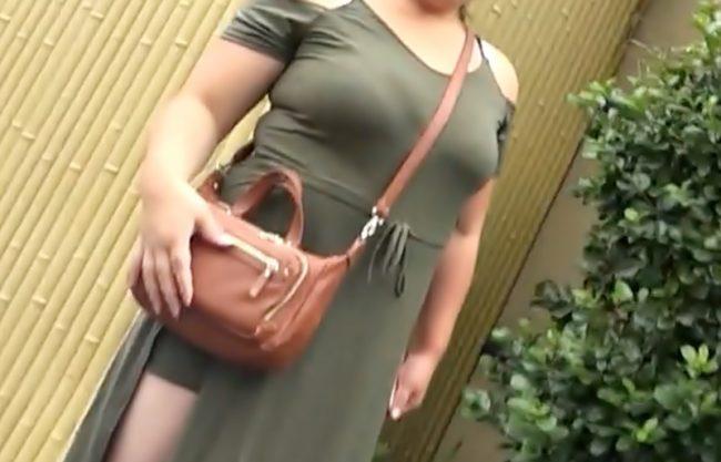 『母乳主婦(^^♪』Wao~マダムがヤル気満々のエロ着衣でお出迎え!ミルクまで出ちまう巨大お乳で鬼ピスで揺れ捲りだぜwwwwwwww